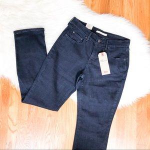 Levi's•dark blue•jean